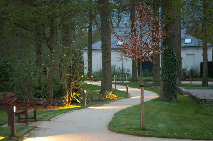 Path from the car park to the visitor centre